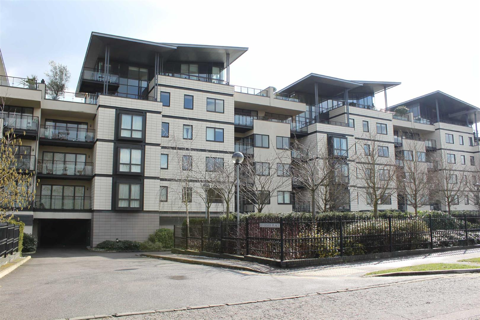 3 Bedrooms Flat for sale in Riverside Place, Cambridge